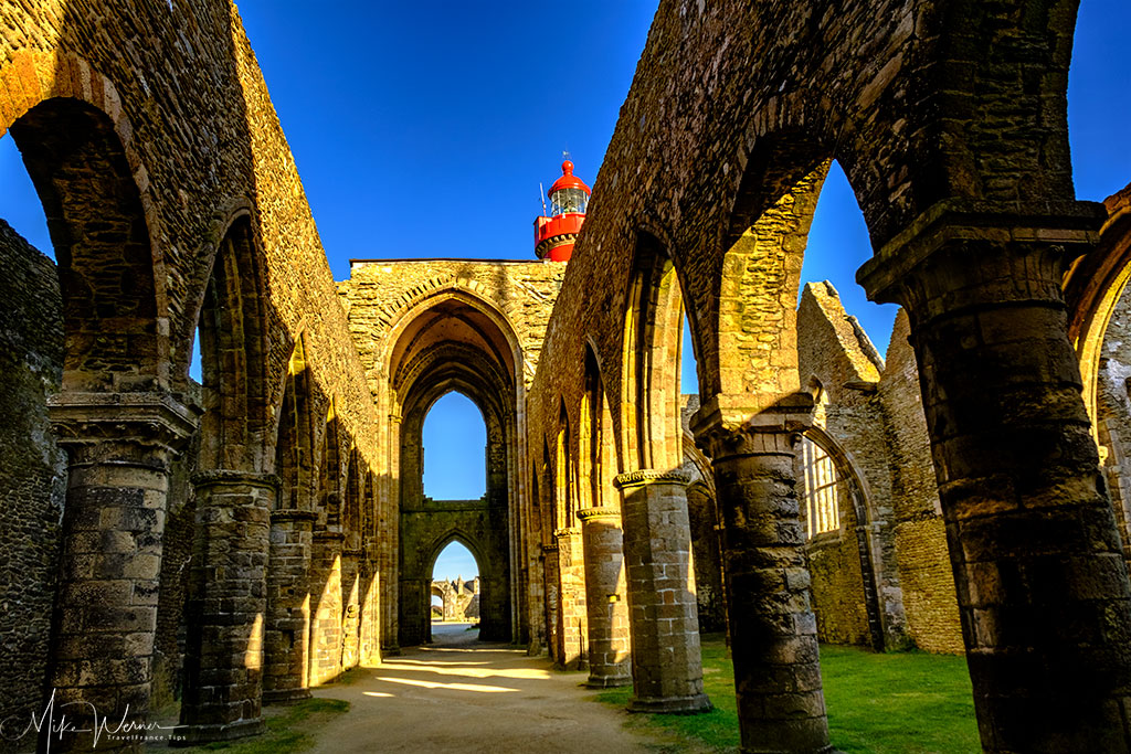 Ruins of the Saint-Mathieu de Fine-Terre abbey overlooking the lighthouse at Pointe Saint-Mathieu in Brittany