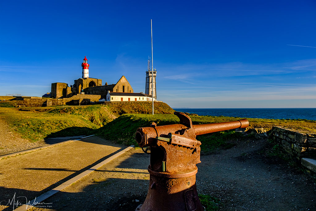 """Cannons overlooking the sea at the """"Memorial aux Marins Morts pour la France"""" (Memorial for the sailors who died for France) at Pointe Saint-Mathieu, Brittany"""
