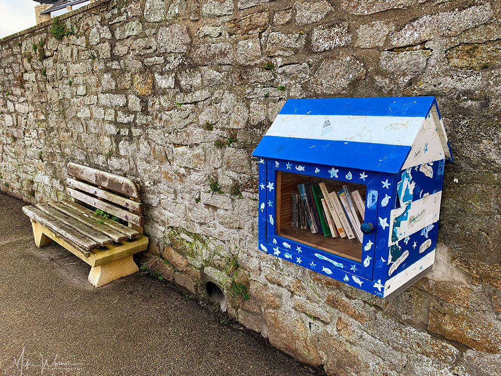 Small, honour based, library in Quiberon, Brittany