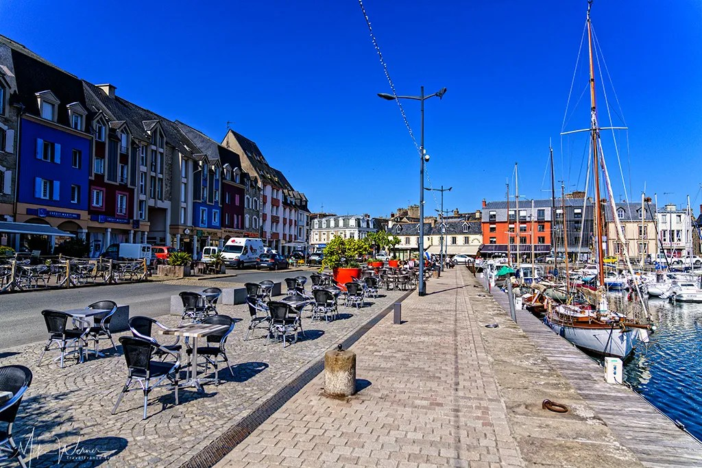 Terraces, bars and restaurants around the Paimpol harbour