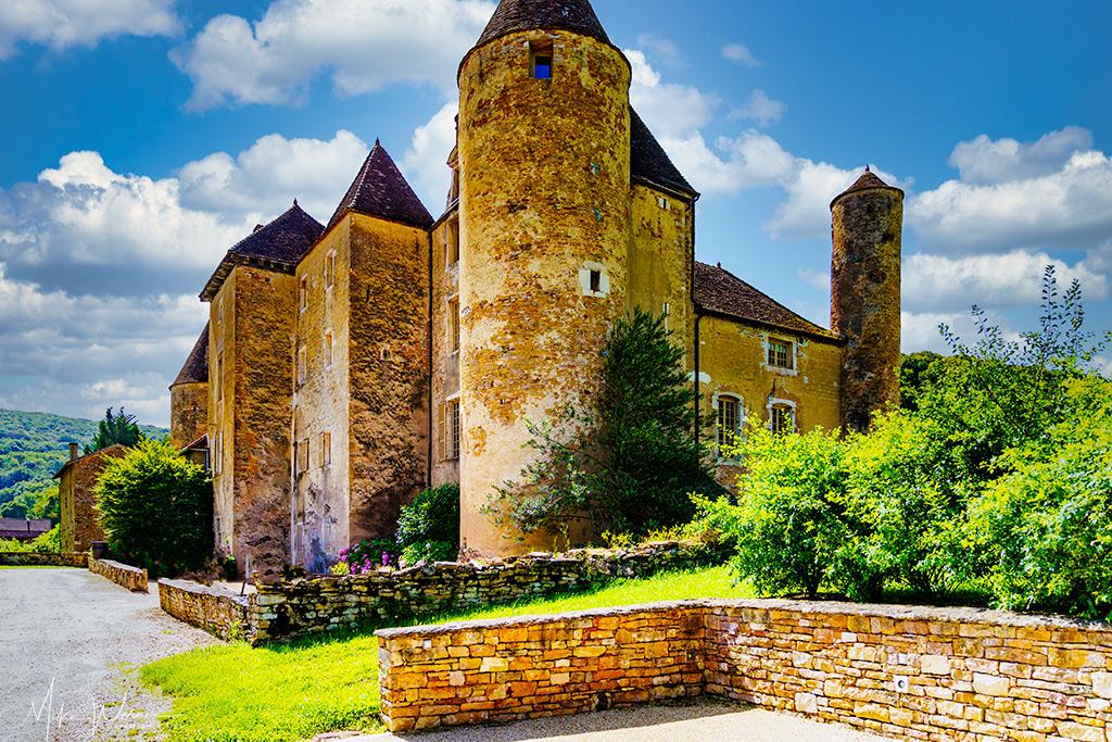 Parking and the Chateau de Balleure