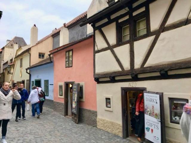 Gouden Straatje. Wat te doen in Praag? Deze bezienswaardigheden maken jouw stedentrip compleet!
