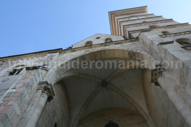 The majestic access through the main gate of the cathedral