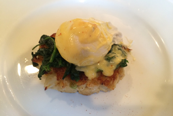Chesapeake Bay Crab Cake Benedict