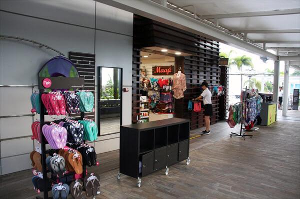 マリーナベイサンズ・屋上インフィニティプールの売店/シンガポール