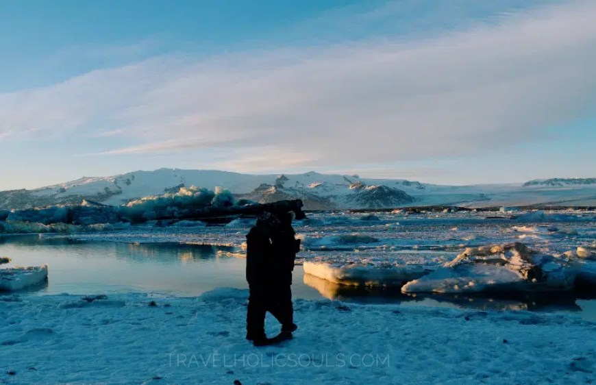 couple in front of Glacier Lagoon