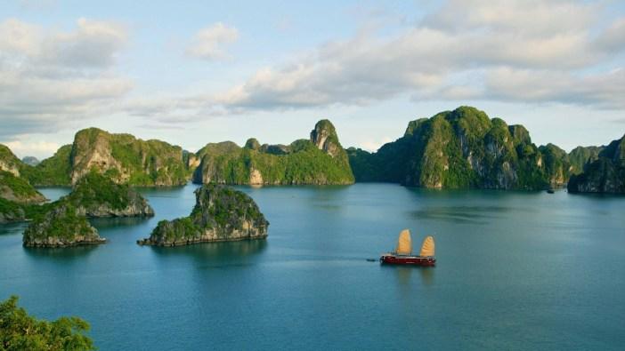 halong-bay-in-vietnam-island-wallpaper-3840x2160