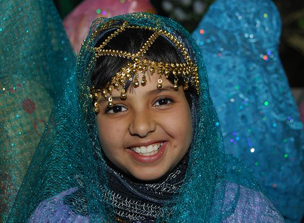 ילדה קטנה בלבוש מסורתי, עומאן