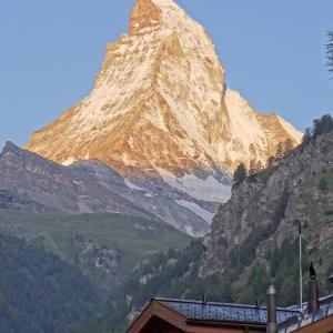 <瑞士>披著黃金甲的馬特洪峰日出 - 輕旅行