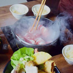 基隆的深夜食堂!竹間精緻鍋物創始店。魚鮮肉美。石頭火鍋爆香入味。從午餐開到宵夜。 - 輕旅行