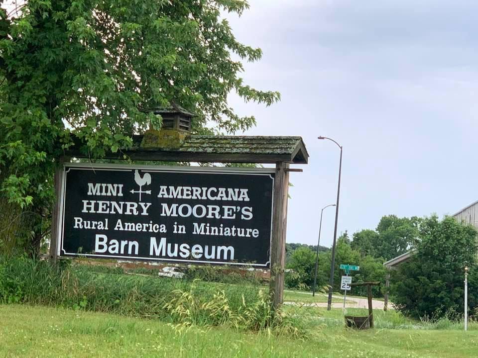 mini Americana barn museum