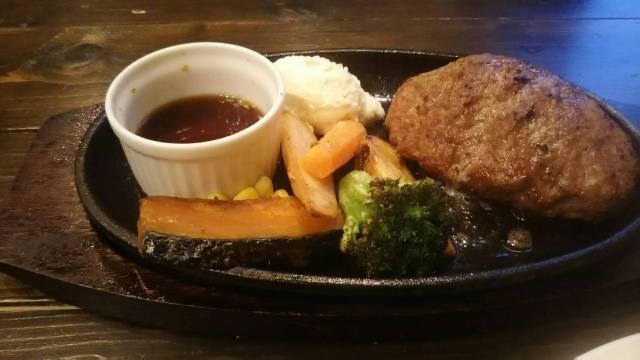 富良野ハンバーグレストランテューバーズの鉄皿ハンバーグ