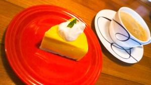 洞爺のカフェ、ユカナのマンゴーケーキ