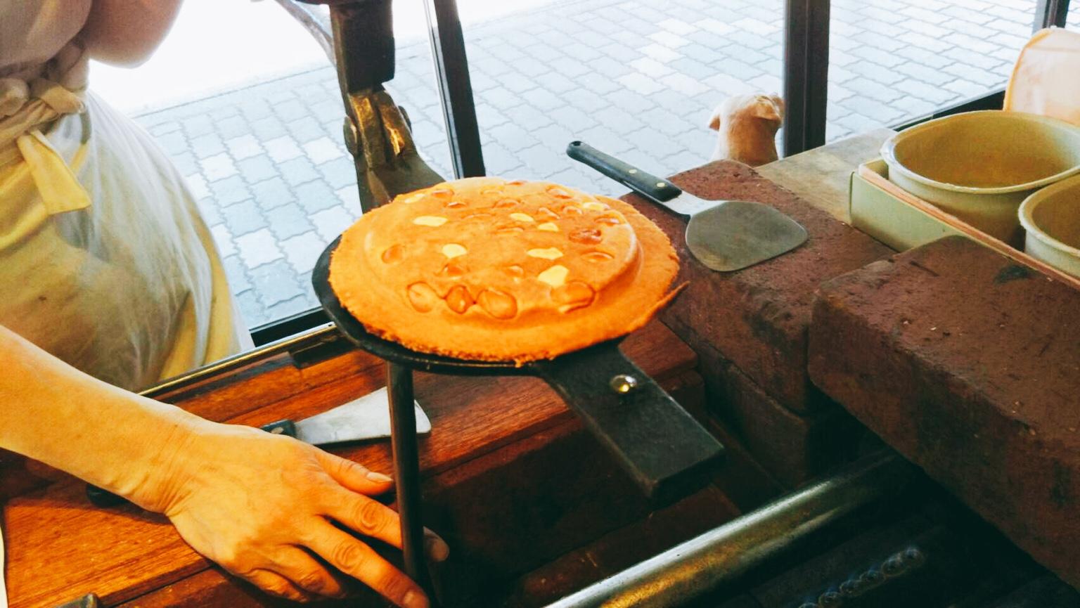 盛岡手づくり村でせんべい作り in 岩手県