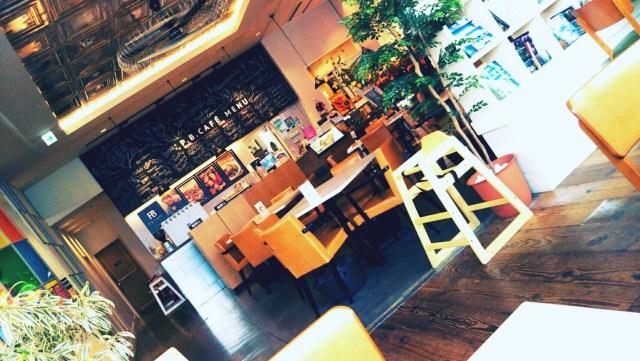 プランタンブランのカフェ店内