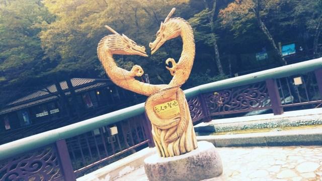 「恋人の聖地」龍泉洞のドラゴン