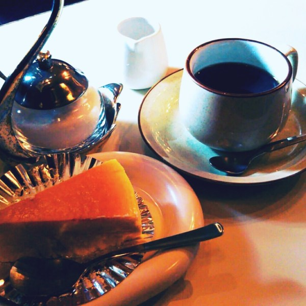 チーズケーキのチロル大通りの喫茶店!