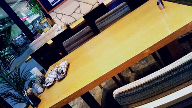 桑園「ラナイカフェ」のテーブル