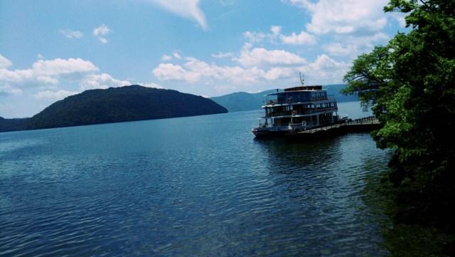 奥入瀬渓流のゴール地点から見える絶景の十和田湖