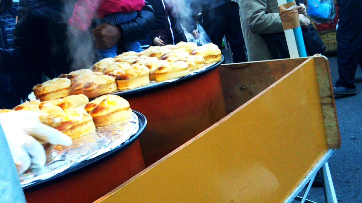 八戸市の館鼻岸壁マーケットで食べ歩き!日曜日限定の朝一に行ってきた