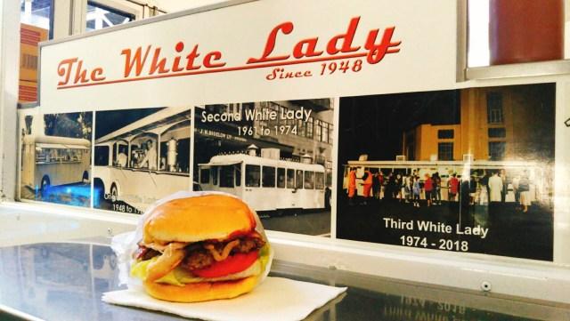 ホワイトレディのハンバーガー