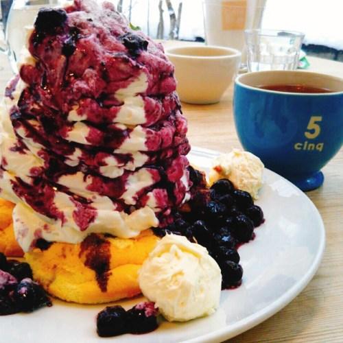 札幌円山にある「カフェブルー」のふかふかパンケーキ&エッグベネディクト!