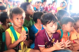 Children Praying Traveling Apostles for Christ