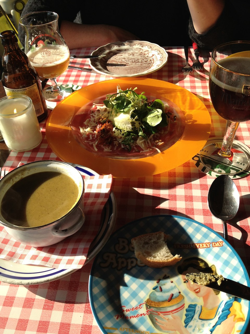 Mismatched plates, glasses and cutlery