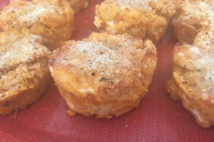 Buffalo Chicken Macaroni and Cheese Muffins (Nearly Organic!)
