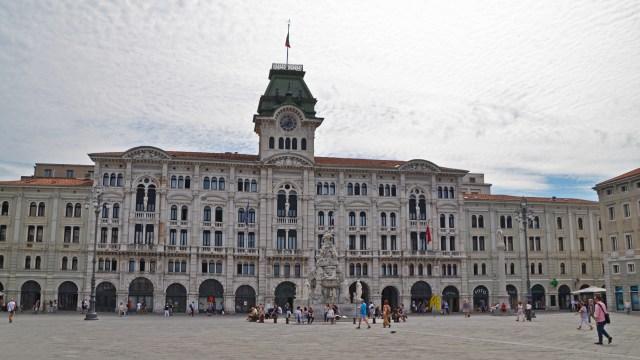 Piazza Unità d'Italia in Trieste @travelingintandem