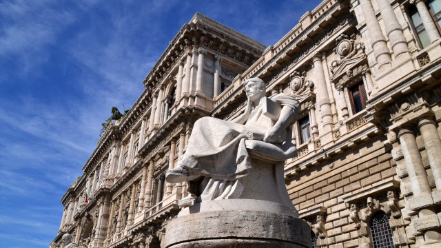 sculpture in Rome, Italy @travelingintandem