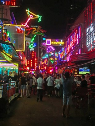 Soi Cowboy Red Light District in Bangkok @travelingintandem