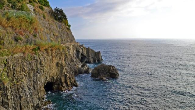 Riomaggiore Cliffs, Cinque Terre @travelingintandem