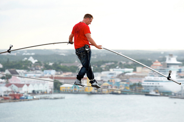Nik Wallenda walks tightrope in Atlantic City