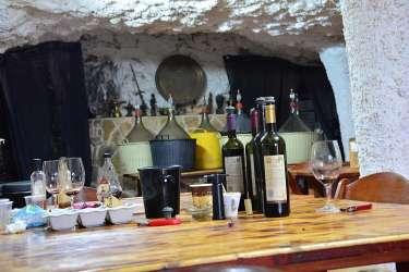 מבחר יינות. הרקע - מייצרים ליקרים שונים