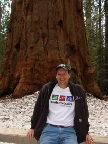 Kurt posing with General Sherman in Sequoia National Park