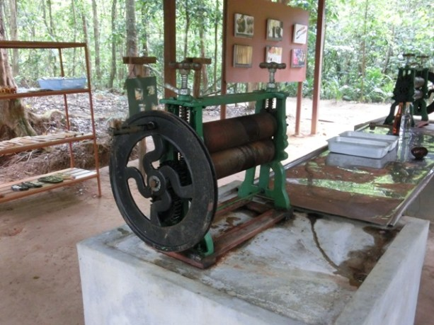 This machine flattens out the rubber latex