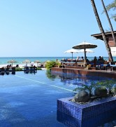 Burma luxury hotels are available.