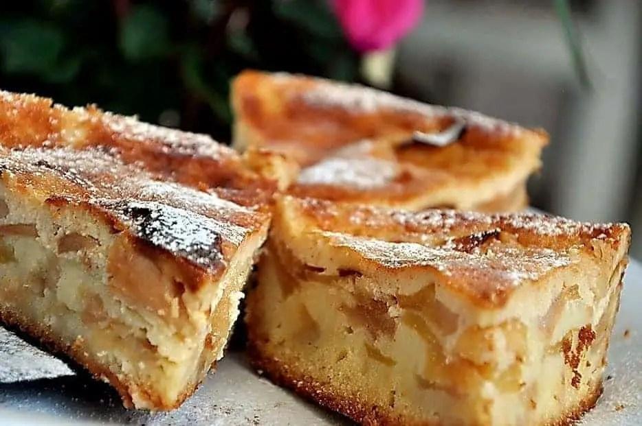 Traditional Romanian apple cake, prajitura cu mere (cake with apples).