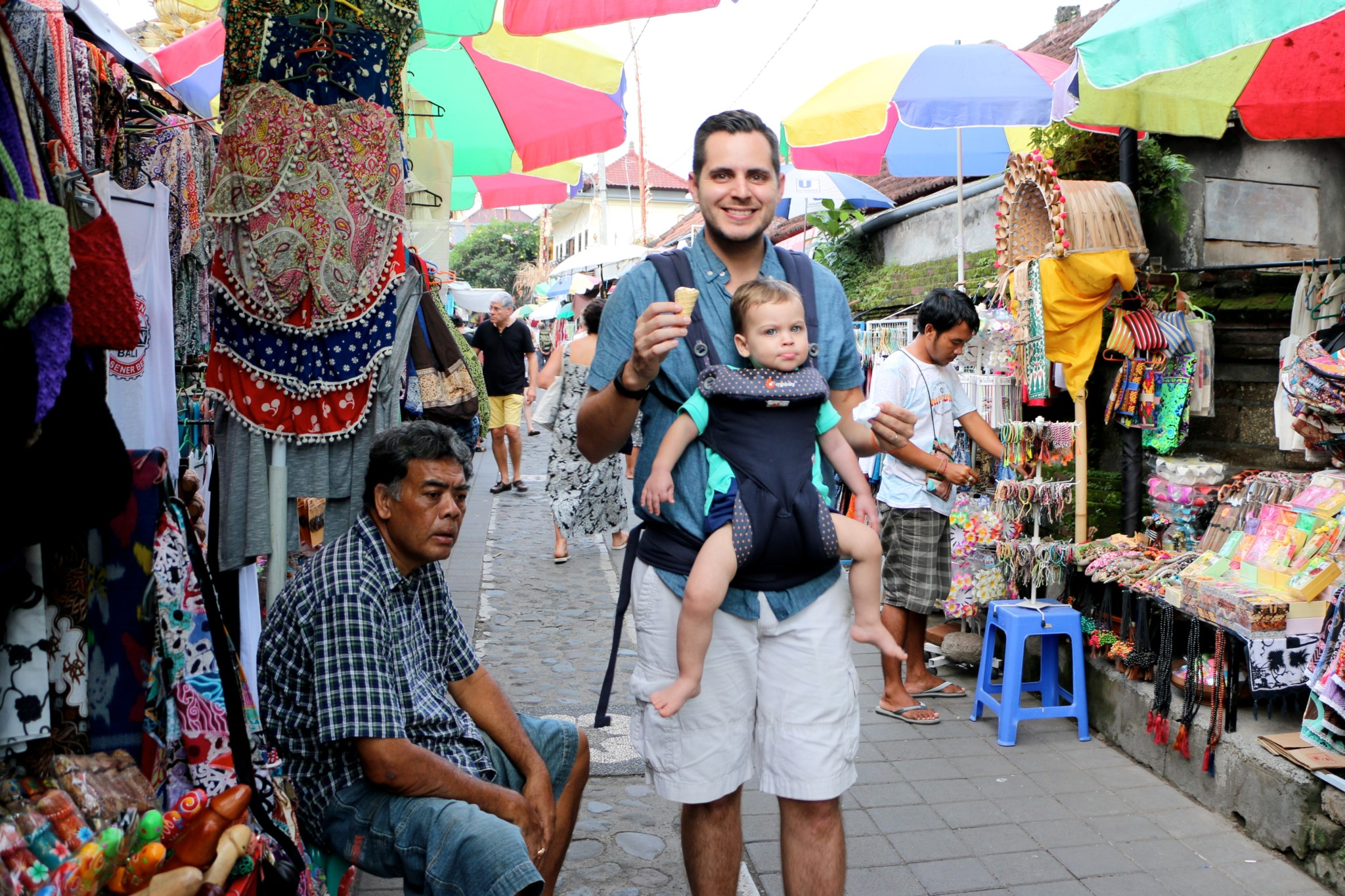 Karna Shopping Street Bali Travelin With Jc Balinese Traditional Market We Loved The Small Alleyways That Lead Off Main Here There Were A Number Of Hostels Compounds And Businesses Hidden In Tiny