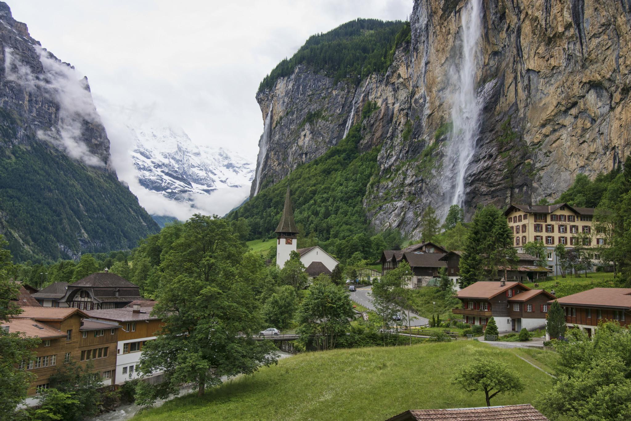 1_lauterbrunnen_valley_2012b