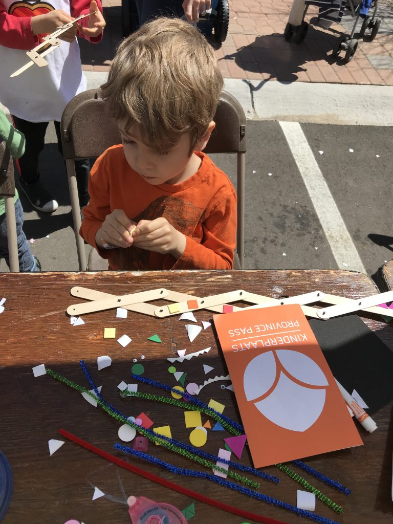 Tulip Time for Families, crafts at Kinderplaats