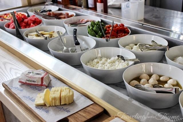 La Petite Table Dbayeh Breakfast Bar