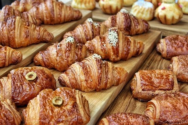 La Petite Table Dbayeh Croissant