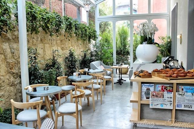 La Petite Table Dbayeh Interior