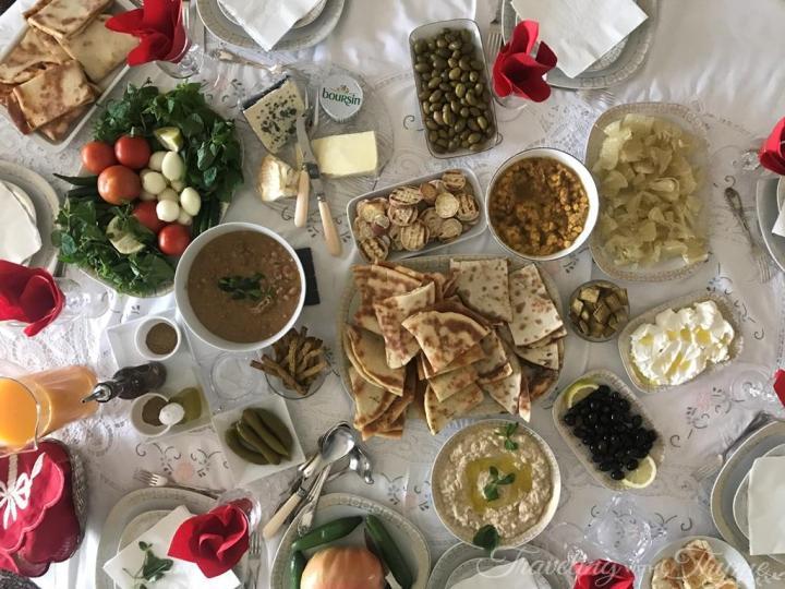 Lebanese Breakfast Lebanon Eats Manakish Mankoushe