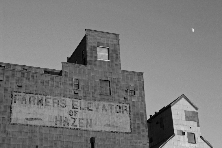Farmers Elevator of Hazen 9568 (B&W)