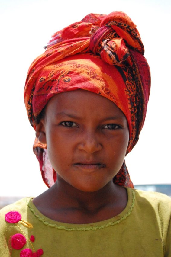 Jazda z Omanu do Jemenu, dziewczynka (1)