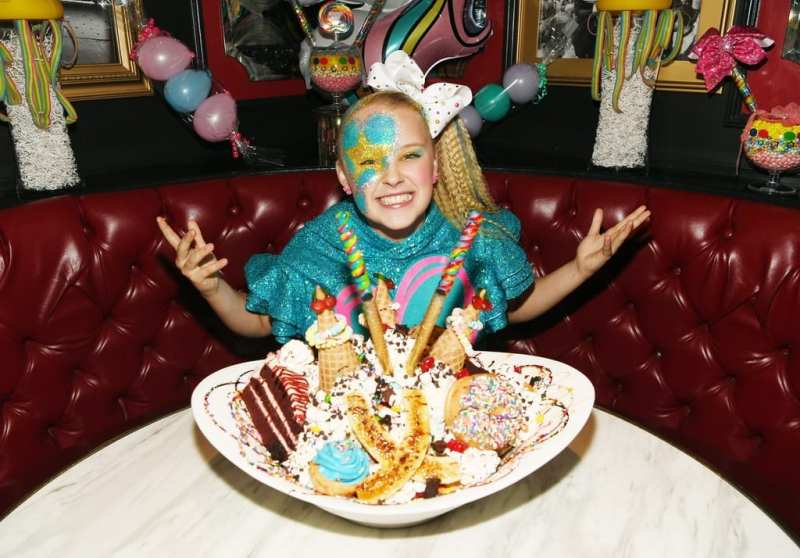 JoJo Siwa gets excited for King Kong Sundae.