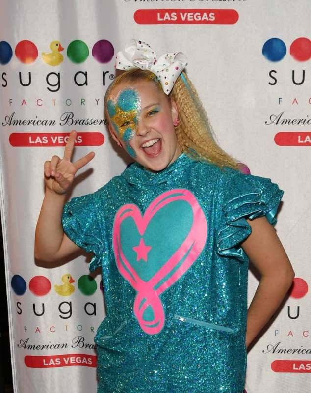 JoJo Siwa poses for pictures on the red carpet.